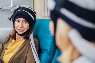 Cancro, funziona il casco che salva i capelli dalla chemio: ottimi risultati nel Ravennate