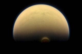 Misterioso vortice su Titano: cos'è e come si è formato sulla luna di Saturno
