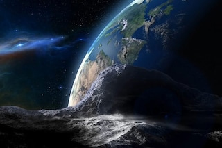 Gigantesco asteroide con la sua luna si avvicina alla Terra: quando e quali sono i rischi