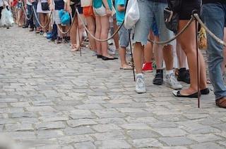 Perché è inutile cambiare fila una volta in coda, anche se siamo ultimi
