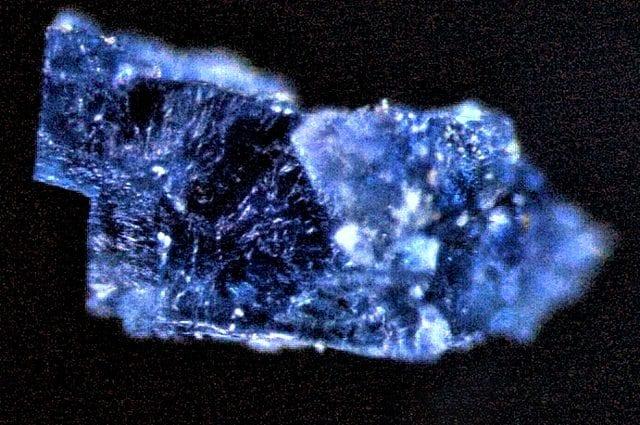 Uno dei cristalli di sale analizzati (Credit: Queenie Chan/The Open University)