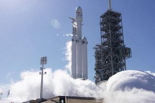 Marte si avvicina, acceso il super razzo di Musk: il Falcon Heavy pronto per il primo lancio