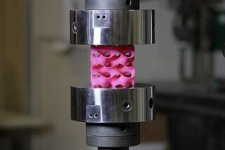 Materiale da record creato al MIT: è 10 volte più forte dell'acciaio e leggerissimo. Il video