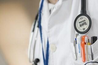 Cancro al colon-retto, nuova terapia approvata in Italia: rompe il DNA delle cellule malate