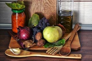Nonni arzilli con la dieta mediterranea: così il nostro cibo protegge la salute