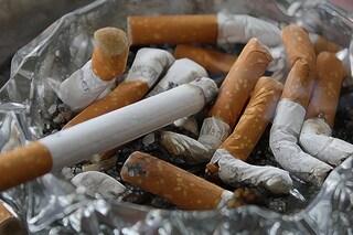Sigarette: sono tutte pericolose, ma il rischio di cancro raddoppia per chi fuma senza filtro