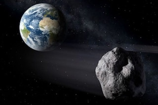 Asteroide grande come un minibus sta per sfiorare la Terra: sarà più vicino della Luna