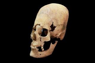 Capelli neri, pelle rossa e testa allungata, queste sono le donne migranti del Medioevo