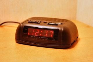 Cosa sta succedendo agli orologi europei che stanno accumulando 6 minuti di ritardo
