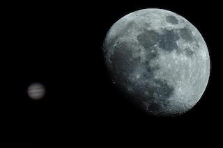 Occhio al cielo di maggio: 'baci' tra Luna e pianeti, piogge di meteore e Giove gigante
