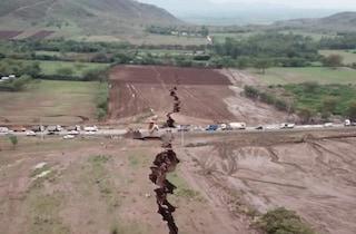 Si è rotta l'Africa, spaccatura di 20 metri in Kenya. I geologi: 'Si dividerà in due parti'