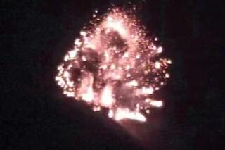 Lo Stromboli 'esplode' ancora: le immagini suggestive dell'intensa attività di queste ore