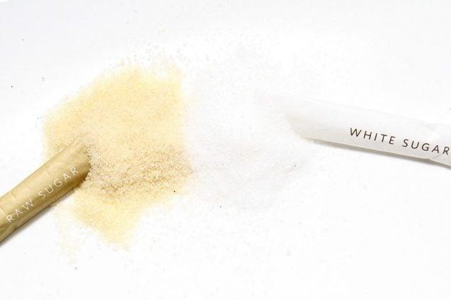 Lo zucchero di canna è più salutare di quello bianco? Sfatiamo una leggenda dura a morire