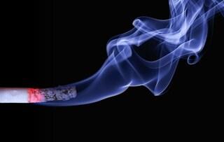 Quattro bufale che ci raccontiamo per non smettere di fumare