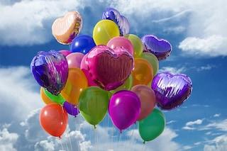 I palloncini fanno strage di animali e inquinano: per questo hanno iniziato a vietarli