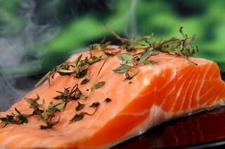 Il pesce grasso protegge da infarto, ictus e arresto cardiaco: quanto devi mangiarne