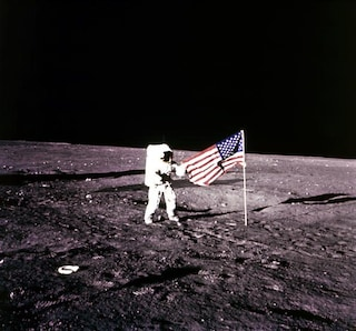 USA, morto Alan Bean: membro dell'Apollo 12, quarto uomo a mettere piede sulla luna