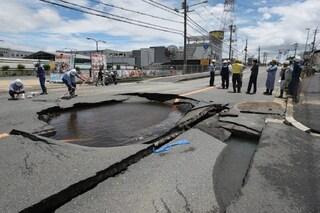 Perché in Giappone ci sono così tanti e violenti terremoti