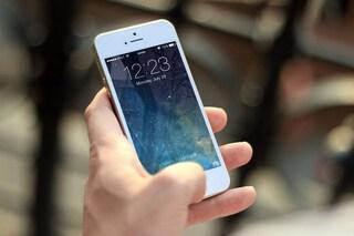 Quando siamo concentrati sullo smartphone, perdiamo l'olfatto senza accorgercene
