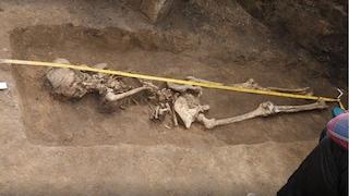 La tomba di una 'strega' emerge dalla terra: donna sepolta a testa in giù e con le mani legate