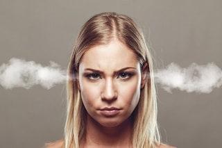 Essere di cattivo umore a lavoro è un bene, ma non per tutti: ecco perché