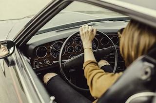 Le vibrazioni dell'auto ci fanno addormentare: scoperto dove 'nasce' il colpo di sonno