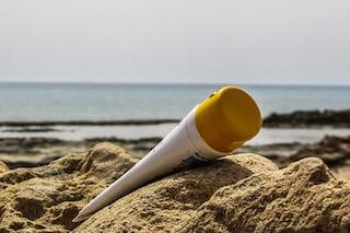Le creme solari funzionano meno perché non sappiamo spalmarle: dimezzata la protezione