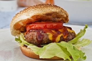 ll fast food fa venire asma e allergie? Gli strani effetti degli hamburger sulla respirazione