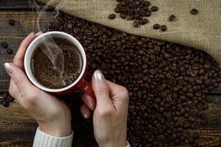 Se non bevi la tua 'dose' di caffè quotidiana hai mal di testa? Ora sappiamo perché