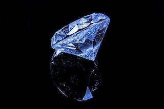 Diamanti blu, svelato il segreto che li rende di questo colore intenso