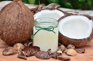 L'olio di cocco è 'puro veleno', peggio del lardo: dichiarazione choc fa discutere il web