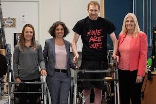 Kelly e Jeff, paralizzati da anni, tornano a camminare grazie a terapia rivoluzionaria