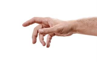 """Sindrome della mano aliena, il raro disturbo neurologico che fa """"impazzire"""" gli arti"""
