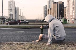 Bere alcol fino a svenire raddoppia il rischio di demenza rispetto a chi beve con moderazione