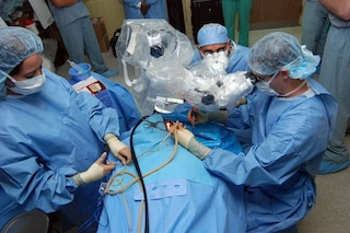Intervento record in Italia: paziente operato al cuore senza bisturi né anestesia