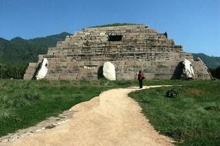 """Studioso italiano svela il """"segreto"""" dello strano orientamento delle piramidi cinesi"""
