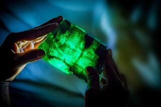Meraviglioso smeraldo da 5,655 carati emerge dal cuore della Terra: pesa oltre 1 kg