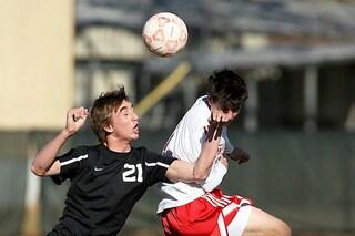 Il calcio fa male al cervello: lesioni per colpa delle testate