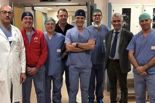 Uomo con mega gozzo operato con innovativa chirurgia mini-invasiva: eccellenza italiana