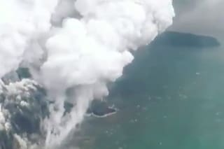 Tsunami Indonesia, il vulcano Anak Krakatau esplode causando l'onda anomala distruttiva