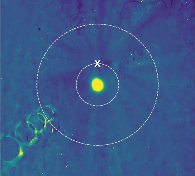Il cerchio più interno rappresenta l'orbita di sorvolo della sonda. Credit: NASA/JHUAPL/SwRI