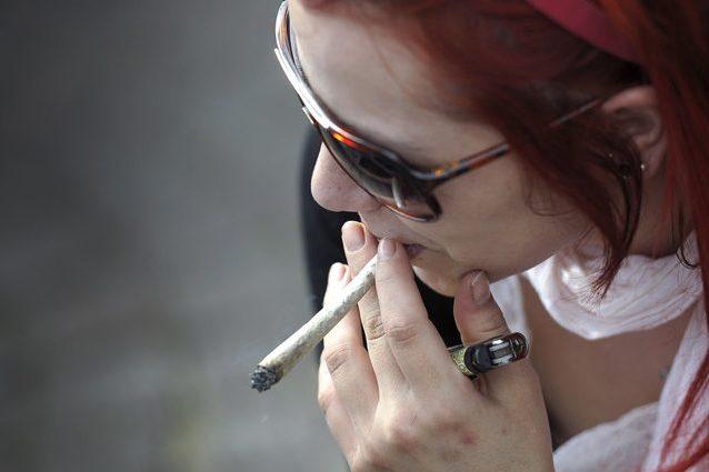 Cannabis, bastano pochi spinelli per alterare il cervello degli adolescenti