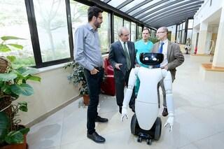 Robot umanoidi in ospedale per la cura e l'assistenza: avviata sperimentazione in Italia