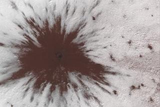 Marte, oggetto spaziale non identificato ha colpito il Polo Sud: immagine spettacolare