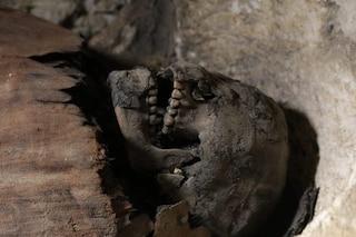 Le rare immagini di 50 mummie spettacolari trovate in Egitto: ci sono anche 12 bambini