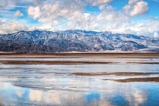 Uno spettacolare lago di 16 chilometri è comparso 'a sorpresa' nella Death Valley: ecco perché