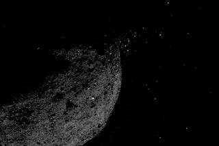 L'asteroide Bennu erutta materiale verso lo spazio: per la NASA il fenomeno è un mistero
