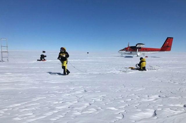 Il piazzamento dei geofoni. credit: Programma Antartico Australiano