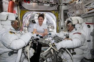 """La prima passeggiata spaziale tutta al femminile """"cancellata"""" dalla NASA: cos'è successo"""