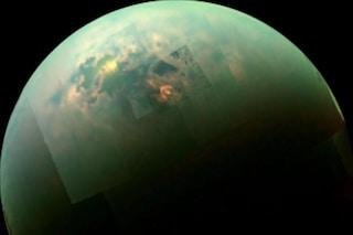 Spettacolari laghi di metano svelati in cima alle colline di Titano, la luna di Saturno